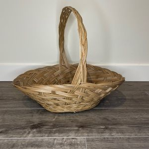 Oval Wicker basket with handles